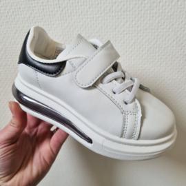 Sneakers, slippers & sandalen