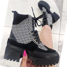 Houndstooth platform boot