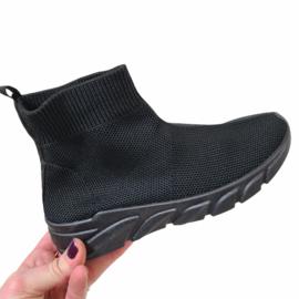 All black sneaker - kids