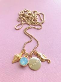Be Lovely -  Goudkleurige ketting met mintgroene swarovski, schelp en zeepaardje