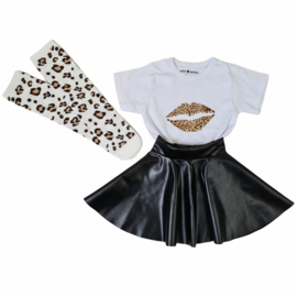 Leo kiss, skirt & knee sock set