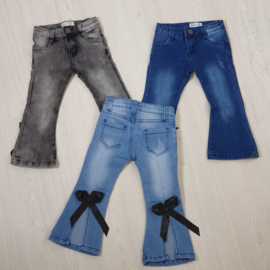 Flaired jeans with a bow