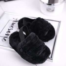 Furry slippers black