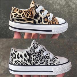 Make it roar sneaker