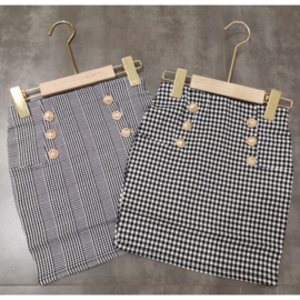 Squared buttoned skirt