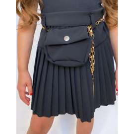 Chained pleated black skirt