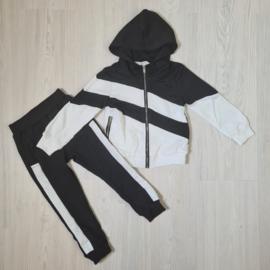 Black & white stripe set