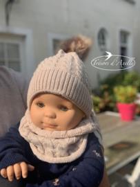 Baby muts + snood met pompon in faux fur (0-12mnd) beige, met of zonder naam geborduurd