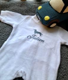BABY PYJAMA, wit, 0-3 mnd met of zonder naamborduring