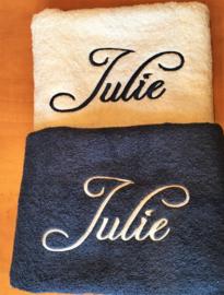 Douche Handdoek donker blauw (70 x 140) + 1 naam geborduurd