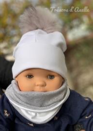 Muts for kids, 1 maat + snood met afneembare pompon in faux fur, met of zonder naam geborduurd, wit/grijs