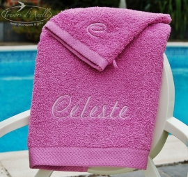 Geborduurde handdoeken