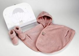 Baby Poncho fleece 6 mnd. licht roos + slofjes + valiesje + 1 naam geborduurd