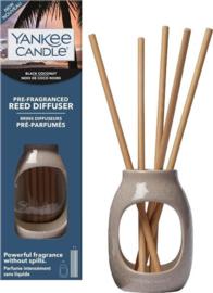 """Black Coconut"" Pre-fragranced Reeddiffuser Yankee Candle"