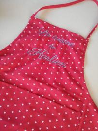 Keukenschort, rood + witte hartjes, met of zonder naam geborduurd