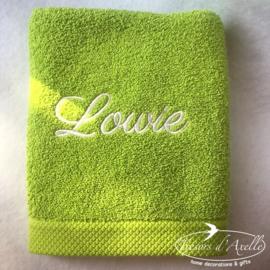 Handdoek limoen groen (50 x 100) + 1 naam geborduurd