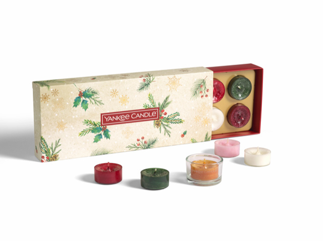 "Giftbox , 10 Tea Lights & 1 holder, ""Christmas Morning"" Yankee Candles"
