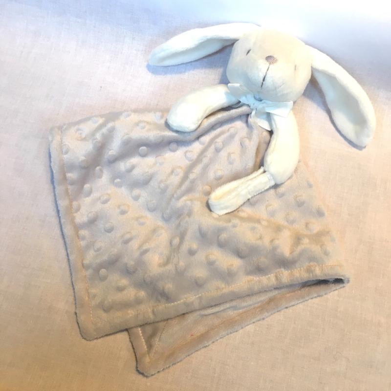 Knuffeldoekje, licht grijs, konijn + 1 naam geborduurd