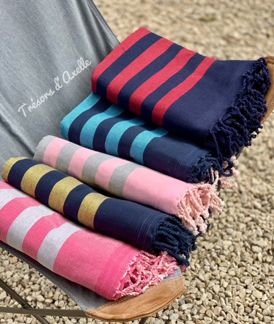 Luxe Hamamdoek/Strandlaken/Fouta, 1 zijde in badstof, gestreept donker blauw + rood, met of zonder naamborduring