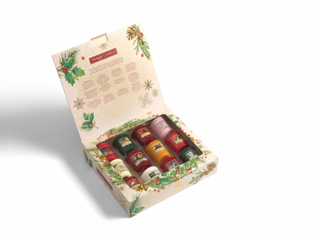 "Giftbox , 12 votives, ""Christmas Morning"" Yankee Candles"