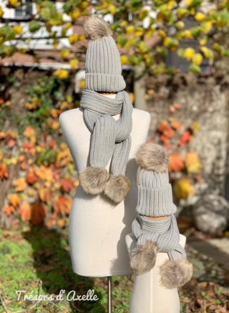 """Set """"Mum & Child"""": muts + sjaal mama & muts + sjaal kind + pompon in faux fur, grijs wit, met of zonder namen geborduurd"""