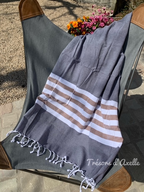 WALRA FOUTA SUNSHADE HAPPINESS, off black met of zonder naamborduring