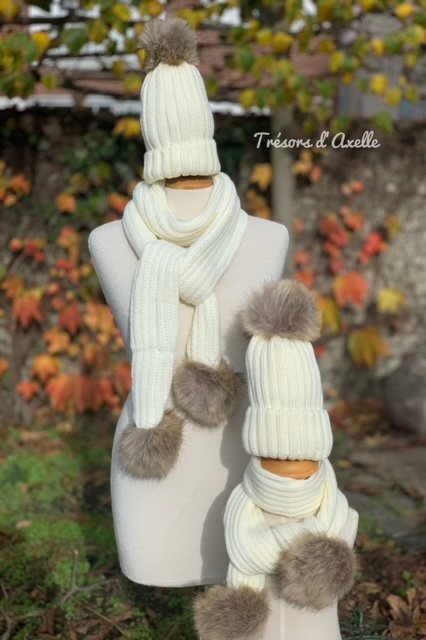 """Set """"Mum & Child"""": muts + sjaal mama en muts + sjaal kind + pompon in faux fur, gebroken wit, met of zonder namen geborduurd"""