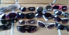 Partij van 144 mixed zonnebrillen assorti