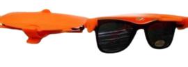 Partij oranje zonnebrillen met klep