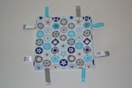 Labeldoekje Grijs-wit Blauw met grote sterren