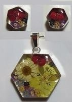 Hanger en oorbellen, hexagon, bloemen, zilveren rand - Pendant and earrings, hexagon, flowers, silver border