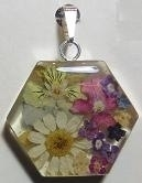 Hanger hexagon, bloemen, zilveren rand - Pendant hexagon, flowers, silver border