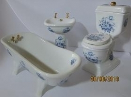 Delft blue bathroom set
