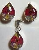 Hanger en oorbellen druppel, bloemen, zilveren rand - Pendant and earrings tear drop, flowers, silver border