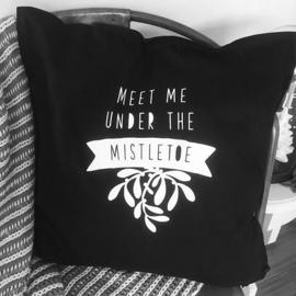 Meet Me Under The Mistletoe Kussenhoes | Zwart|Wit | 50x50 cm