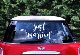 AUTORAAMSTICKER JUST MARRIED | 33 x 45 CM | WIT