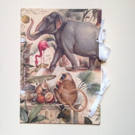 Handgemaakte bewaarmap met vintage dierentekeningen