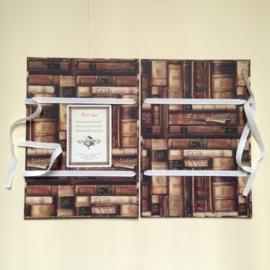 Handgemaakte bewaarmap met antieke boeken design