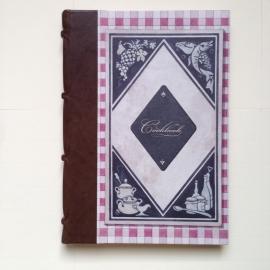 *** UITVERKOCHT ***Handgemaakt kookboek met bruin leren kaft en geruite tekening