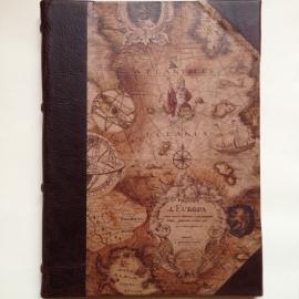 Handgemaakte Ipad cover met donker bruine leren rug en tekening van een antieke wereldkaart. *** Uitverkocht ***