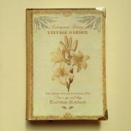 Vintage, romantisch notitieboekje met vele verschillende prachtig versierde pagina`s