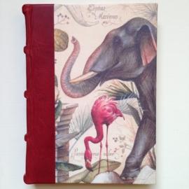 *** UITVERKOCHT *** Handgemaakt adresboek met rood leren kaft met dieren tekeningen (198 pag.).