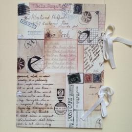 Handgemaakte bewaarmap met vintage brieven design