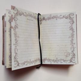 Romantisch vintage notitieboekje; met vele verschillende prachtig versierde pagina`s