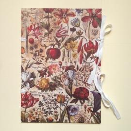 Handgemaakte bewaarmap met vintage botanisch design