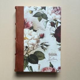 Handgemaakt notitieboek (Dik formaat) met lichtbruin lederen rug en vintage rozen tekening.