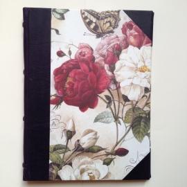 *** UITVERKOCHT *** Handgemaakte Ipad cover met koningsblauwe leren rug en vintage tekening van rozen.