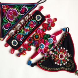 Handgemaakte, geborduurde, etnische armband
