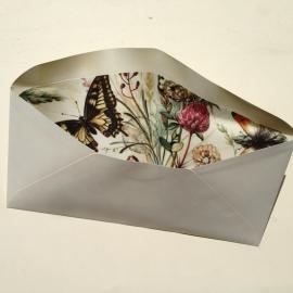 Envelop met prachtige binnenkant/ lining van vintage vlindertekeningen.