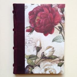 UITVERKOCHT: Handgemaakte agenda met donkerrood leren kaft en tekeningen van vintage rozen.